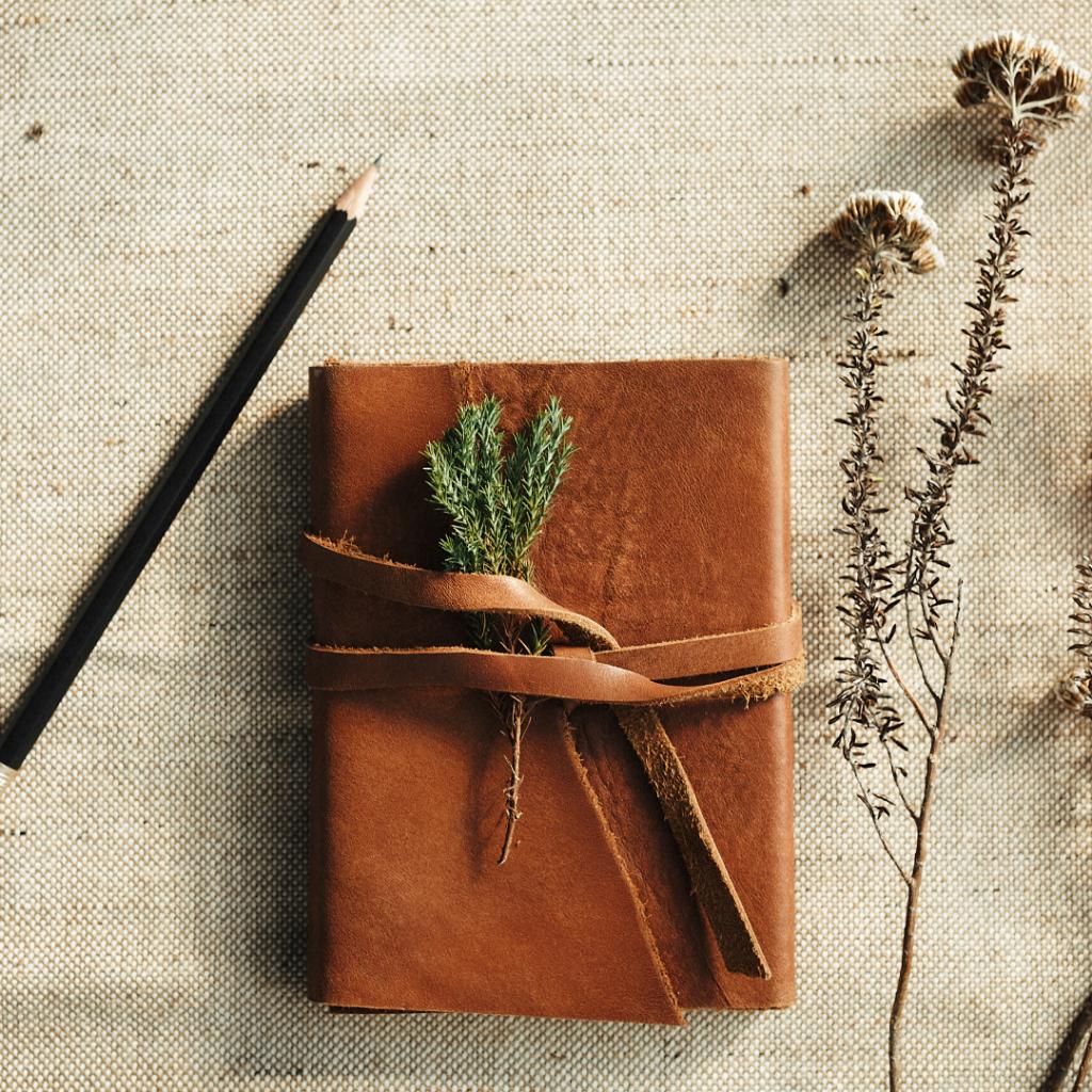 motherhood journal prompt blog pic